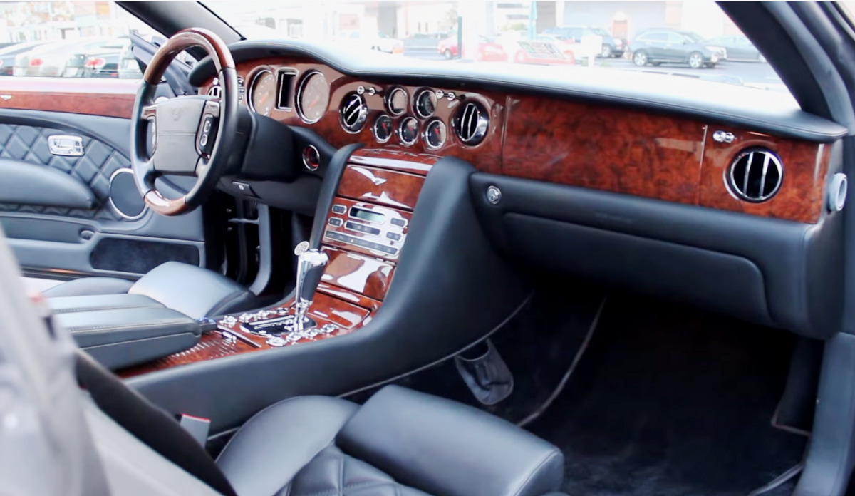 Next Ive bought a white Bentley Brooklands. Here's a shot of the interior.