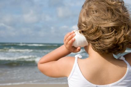 Tại sao chúng ta nghe thấy tiếng sóng biển trong vỏ ốc?