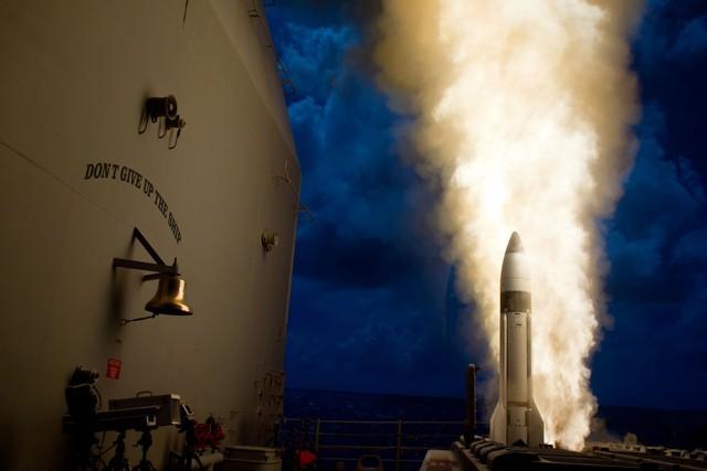 Tên lửa đánh chặn SM-3 Block 1B được phóng từ tàu tuần dương của Hải quân Mỹ trong một cuộc thử nghiệm.