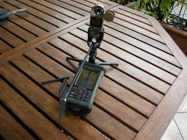 Một máy tính đạn đạo được kết nối với máy đo gió
