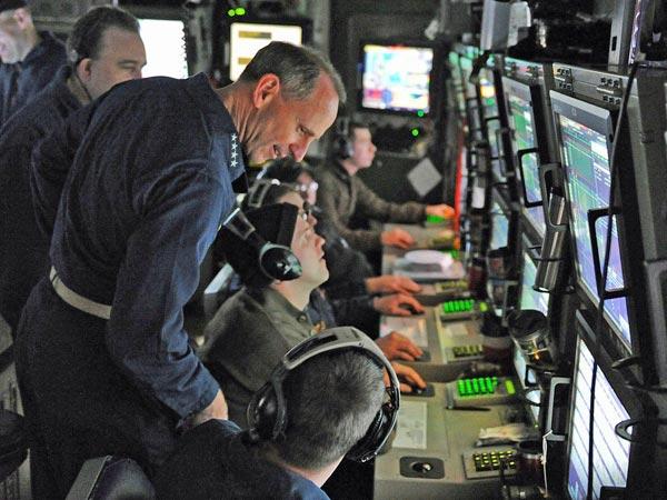 Cận cảnh buồng chỉ huy trung tâm cực kỳ hiện đại của tàu ngầm tấn công hạt nhân lớp Virginia.