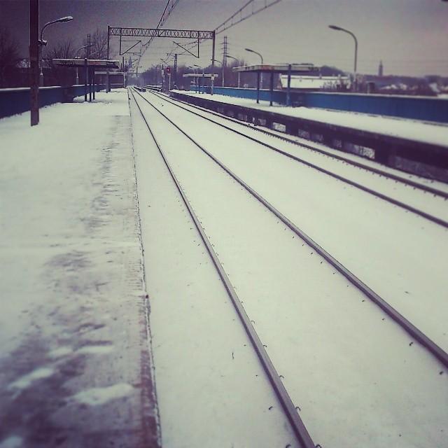 Đường xe lửa cũng được dịp diện áo mới với tuyết.