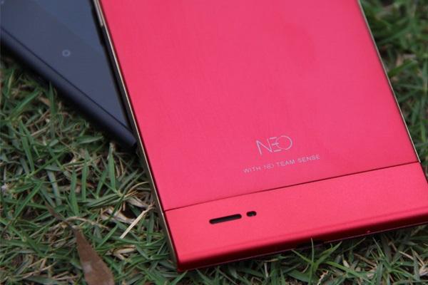 Smartphone chạy hai hệ điều hành NEO M1 chính thức trình làng