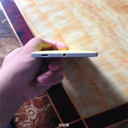 Thêm ảnh thực tế của Lumia 830 màu vàng với thiết kế khung kim loại