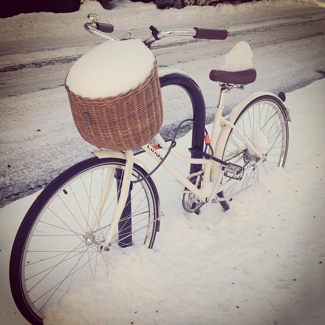 Hãy tưởng tượng rằng bạn đang chạy xe đạp cùng người yêu trong khung cảnh tuyết trắng xóa thì nó <span class=