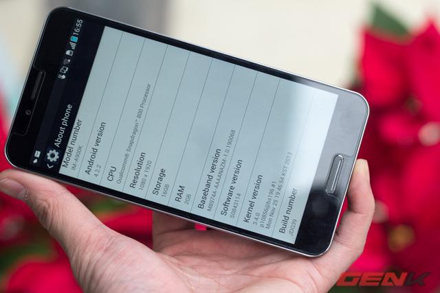 A900 chạy trên hệ điều hành Android 4.2.2