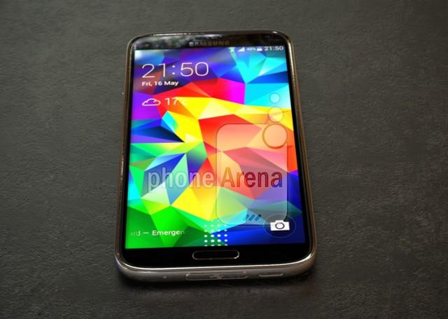 Lộ ảnh thực tế Galaxy S5 Prime vỏ kim loại