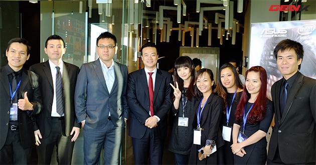 Lãnh đạo và nhân viên Asus Đông Nam Á.