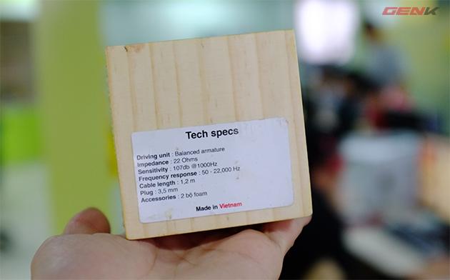Thông số cơ bản của Jelly-Ear được in ở mặt dưới hộp.
