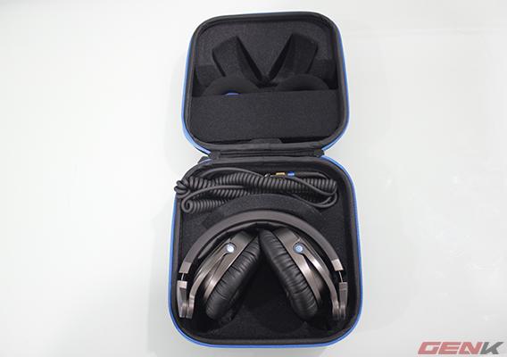 Bên trong túi đựng HD 7 DJ.