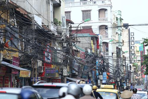 ...mà còn đe dọa cả các tuyến phố sầm uất như Khâm Thiên, Hà Nội