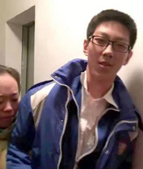 Yixiao với vẻ mặt bình thản đến bất ngờ.
