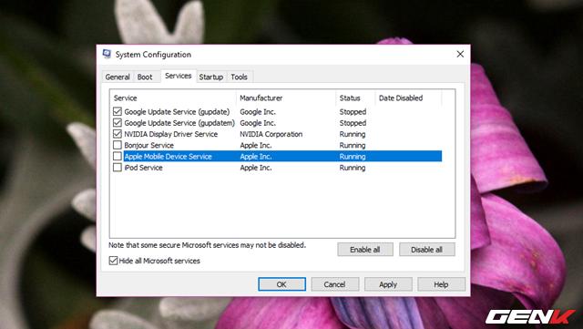 """Ở tab Services, hãy đánh dấu vào lựa chọn """"Hide all Microsoft services"""" rồi tiến hành bỏ đánh dấu ở các dịch vụ khởi động cùng Windows mà bạn thấy """"lạ"""" hoặc không cần thiết."""