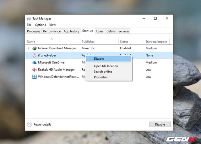 """Cửa sổ Task Manager xuất hiện, hãy nhấp vào tab """"Start-up"""". Lúc này, bạn hãy xem xét và tiến hành vô hiệu hóa các tiến trình không cần thiết hoặc """"lạ"""" khởi động cùng Windows bằng cách nhấn phải chuột vào nó rồi chọn """"Disable""""."""