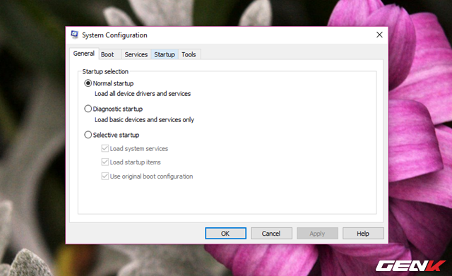 """Cửa sổ System Configuration xuất hiện, hãy nhấp vào tab """"Services""""."""