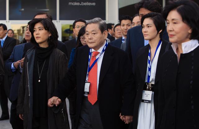Chủ tịch Lee Kun-hee và gia đình.