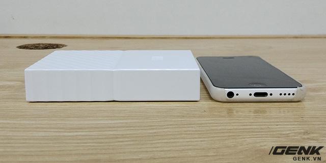 Dày hơn khoảng 2,5 lần so với iPhone 5C
