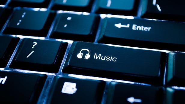 Mặc dù phần mềm này có khả năng tự tạo ra một bản nhạc hoàn chỉnh, một nhà soạn nhạc có thể ra lệnh cho nó tạo ra một bản thu theo phong cách Beatles và viết lời.