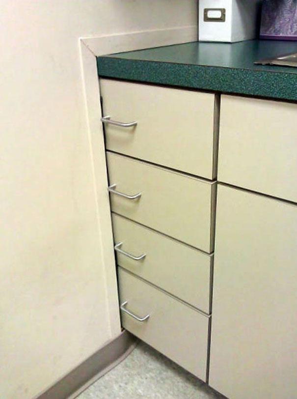 Bạn nghĩ đây là chiếc tủ với những ngăn kéo ư? Đúng rồi nhưng chắc chỉ để làm cảnh thôi...