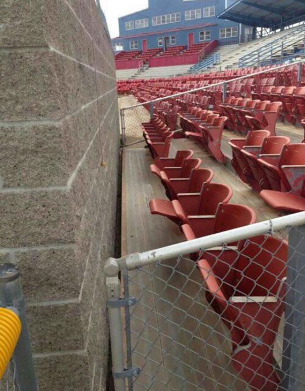 Trong thể thao, hàng ghế đầu thường có giá vé cực đắt và chỉ dành cho VIP vì view rất đẹp thế nhưng hàng ghế đầu này thì...