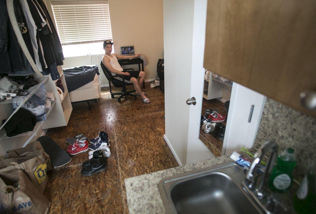 Các đó vài kilomet, Seungchul You cũng đang sống trong căn hộ 18,5 m², anh cho biết nó khá phù hợp với nhu cầu của mình.