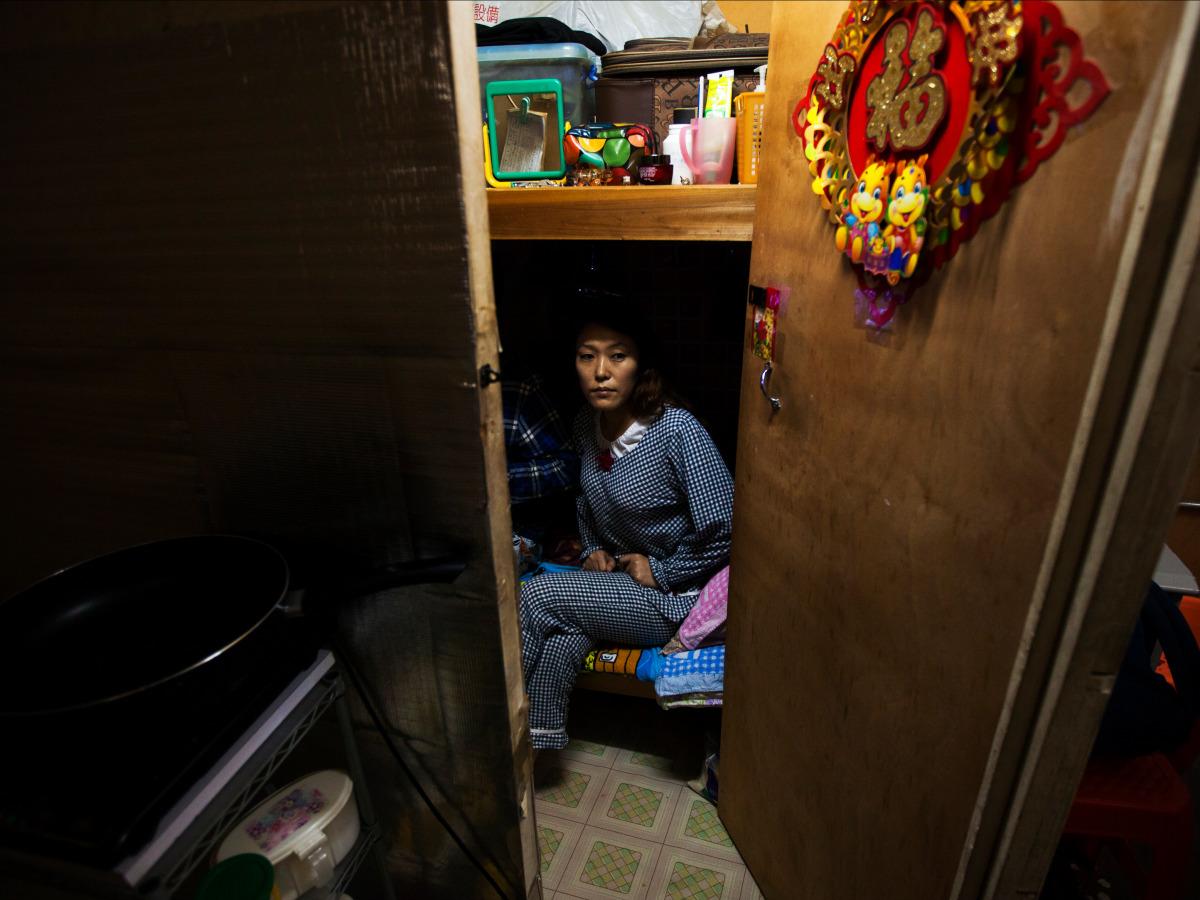 Tại Hong Kong, giá bất động sản quá đắt đỏ nên nhiều người chọn các sống tạm trong những căn phòng 3m².