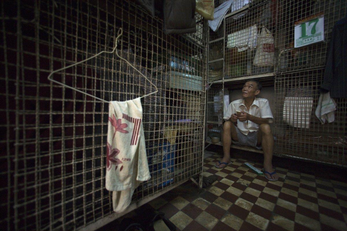 Hàng trăm người cao tuổi, như Kong Siu-Kau, phải chịu sống trong nơi như thế này. Một khu