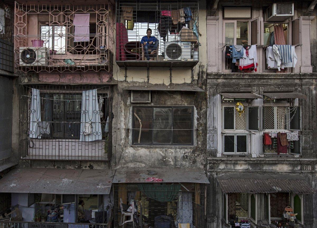 Giá thuê một căn hộ có diện tích chỉ hơn 9m² (100 foot vuông) giao động từ 0,04 USD đến 0,06 USD cho mỗi 900cm² (1 foot vuông).
