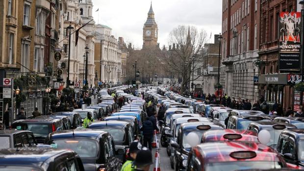 Uber thua kiện tại Anh: tài xế được coi là nhân viên chính thức, đảm bảo thu nhập tối thiểu, có quyền lợi khi làm thêm - Ảnh 2.