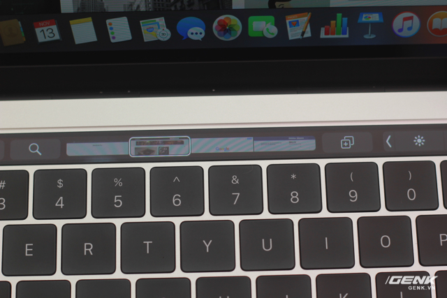 Giao diện Touch Bar khi mở Safari....