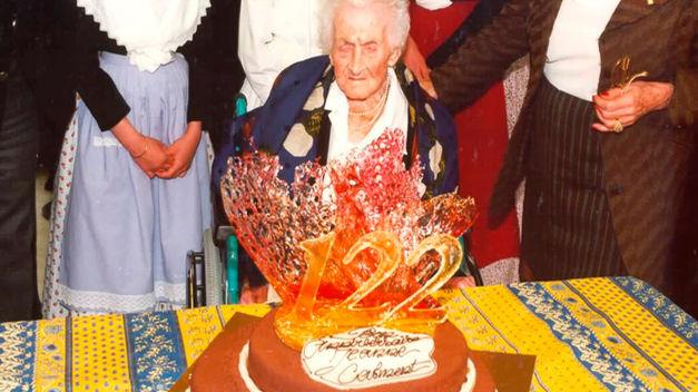 Cụ bà Jeanne Calment trong bữa tiệc sinh nhật cuối cùng