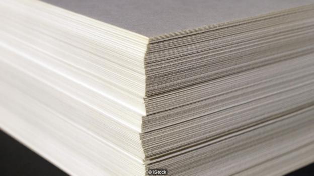Cạnh giấy nhìn rất phẳng, nhưng thực tế nó rất gồ ghề, cắt qua da thịt bạn chẳng khác gì một lưỡi cưa.