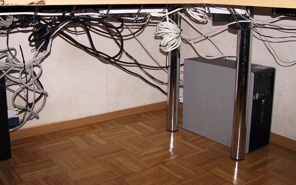 Dây điện trong nhà cũng nên để gọn gàng.