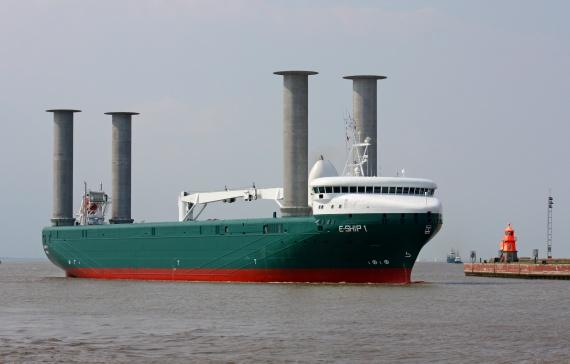 Tàu không cánh buồm di chuyển bằng sức gió.