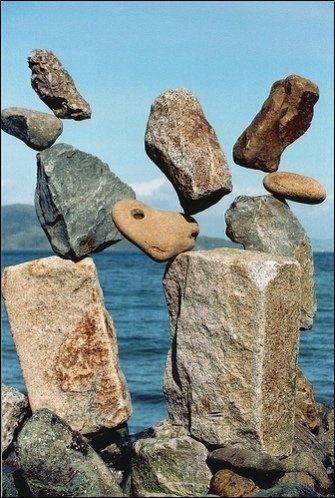 """Những viên đá có những tư thế """"không thể tin được"""" này chính là tác phẩm của nghệ thuật cân bằng đá."""