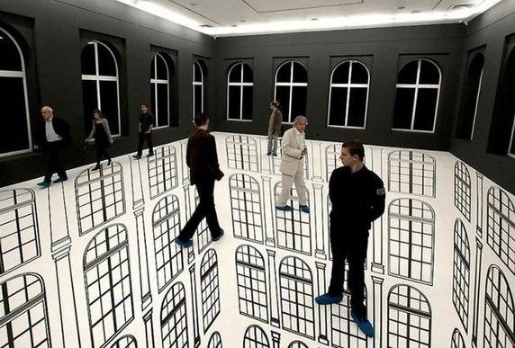 Bạn có can đảm bước trên sàn nhà được vẽ đầy mê hoặc này không?