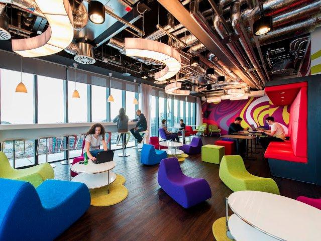 Cơ sở sặc sỡ đầy màu sắc tại Dublin, Ireland bao gồm rất nhiều không gian, hình khối đa dạng cho cả làm việc chuyên môn và giải trí, thư giãn.