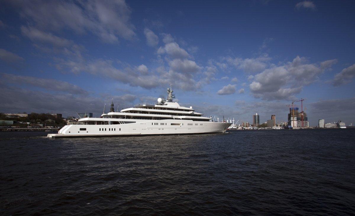 Với giá trị lên đến 500 triệu USD, du thuyền này đang thuộc quyền sở hữu của tỷ phú người Nga Roman Abramovich.