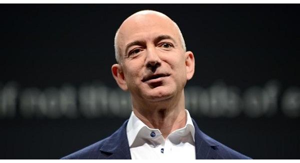 Jeff Bezos - ông chủ Amazon, CEO tài năng nhất năm 2014 đã rơi xuống vị trí thứ 76 trong năm nay.