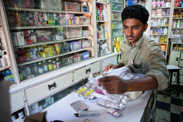 Năm 2014, thuốc kháng sinh đã bị cấm bán trực tiếp ở Ấn Độ