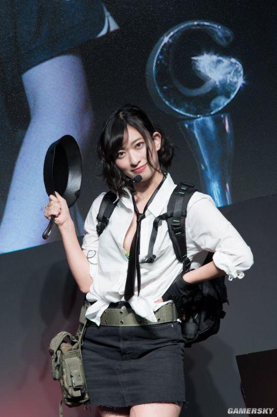 Một vài hình ảnh khác của cô nàng người mẫu Gravure Yuka Kuramochi khi cosplay PUBG tại Tokyo Game Show 2017