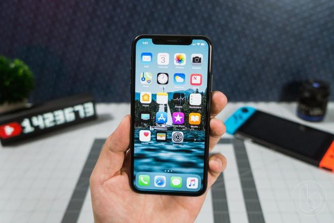 iPhone X đã ra mắt và sẵn sàng đối đầu với các đối thủ sừng sỏ khác.