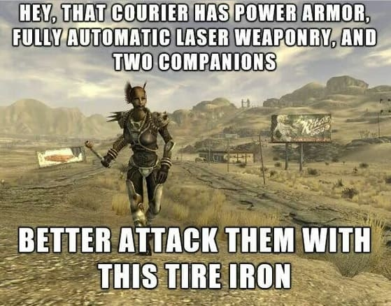 Này, tên kia có áo giáp mạnh, súng laser tự động hoàn toàn, và hai tên đồ đệ hung hãn. Ta nên tấn công chúng với thanh sắt này thôi