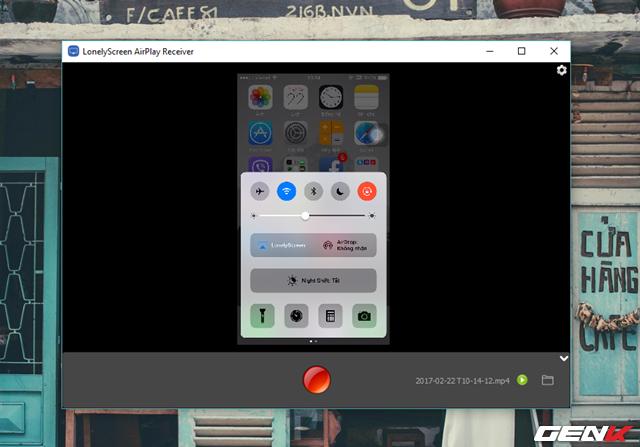Khi đã quay xong, bạn hãy nhấn thêm lần nữa vào nút đỏ để kết thúc quay. Khi đó LonelyScreen sẽ hiển thị tên tập tin, định dạng, lựa chọn phát video và lựa chọn truy cập vào thư mục chứa video để bạn nắm rõ.
