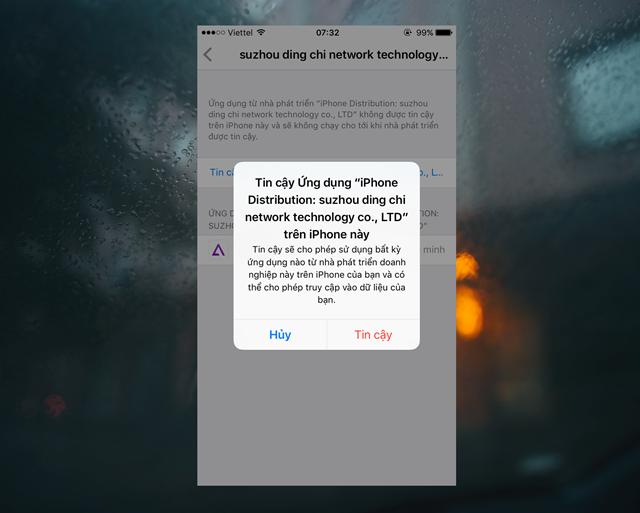 """Khi quá trình cài đặt hoàn tất, bạn hãy tiếp tục truy cập vào Cài đặt -> Cài đặt chung -> Quản lí thiết bị để xác nhận """"Tin cậy"""" ứng dụng mới có thể dùng được."""