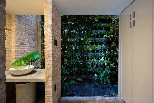 Vị trí nào trong ngôi nhà cũng có ánh sáng tự nhiên, nắng và cây xanh. Đúng theo nguyện vọng của gia chủ.