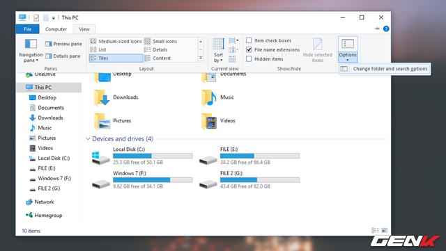Mở ứng dụng File Explorer từ Taskbar và truy cập vào View > Options > Change folder and search options.