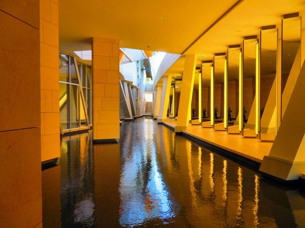 Louis Vuitton Foundation tại Paris thiết kế bởi KTS Frank Gehry