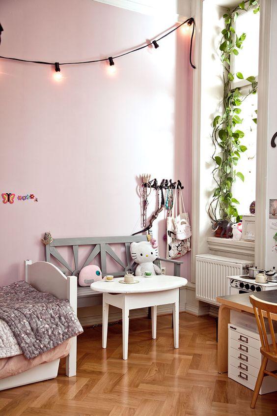 Phòng ngủ của bé gái sẽ đáng yêu và thoải mái hơn rất nhiều với gam màu này.