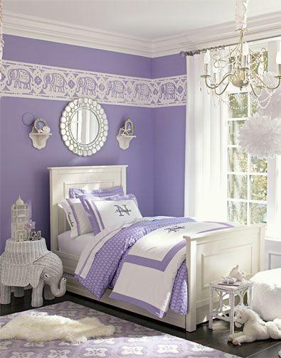 Phòng ngủ với màu tím hoa oải hương sẽ giúp giấc ngủ của bạn dễ chịu hơn. Căn phòng cũng trở nên bớt sự ngột ngạt và nóng bức.